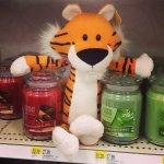 yankee candle na półce