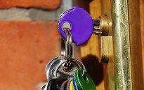 klucze, drzwi do mieszkania